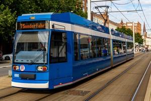 An den Rostocker Straßenbahn-Niederflurwagen vom Typ 6N1 nagt der Zahn der Zeit (Foto: Archiv)