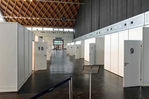 Kabinen im Corona-Impfzentrum in Rostock-Schmarl (Foto: Thomas Rux)