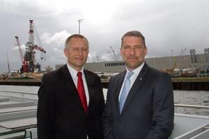 Dr. Gernot Tesch (links) und Jens Aurel Scharner, Geschäftsführer von Rostock Port (Foto: Archiv)
