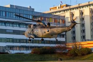 Erstmals landet ein Marinehubschrauber vom Typ Sea King am Klinikum Südstadt in Rostock