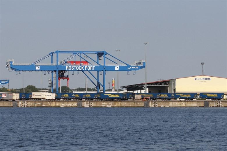 Viele Güter, wenig Passagiere 2020 im Seehafen