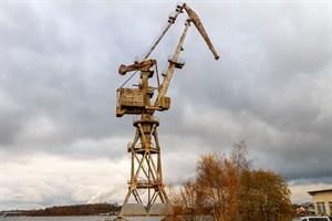 Bis 2015 stand der Möwe-Kran am ehemaligen Ausrüstungskai der Neptunwerft (Foto: Archiv)