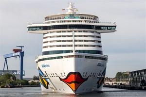"""Kreuzfahrtschiff """"AIDAprima"""" im Kreuzfahrthafen Rostock-Warnemünde"""