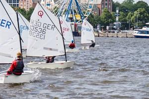 Nordwasser Pokal 2021 im Stadthafen Rostock - Start mit dem ersten Optimist (Foto: Jan Giese)