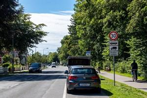Bislang gilt Tempo 30 in der Parkstraße Warnemünde nur für Busse und Lkw, künftig gilt es für alle (Foto: Archiv)
